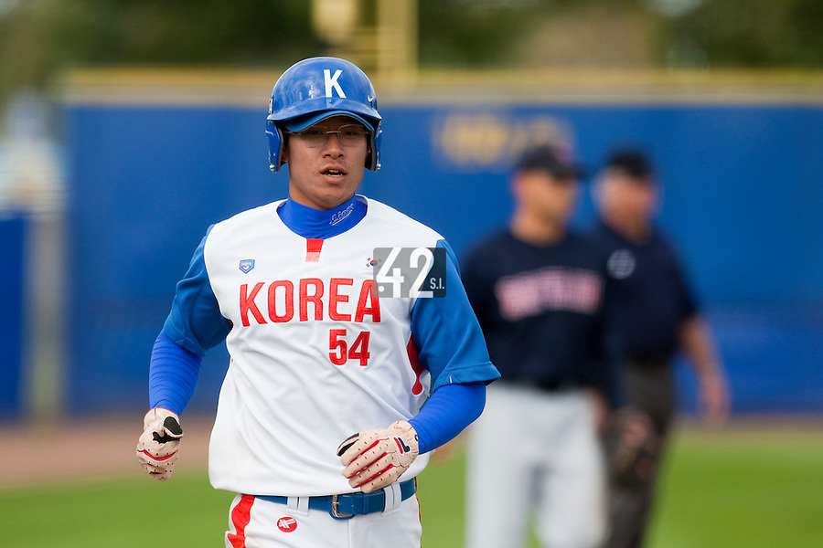 14 September 2009: Young-Hun Cho of South Korea runs the bses during the 2009 Baseball World Cup Group F second round match game won 15-5 by South Korea over Great Britain, in the Dutch city of Amsterdan, Netherlands.