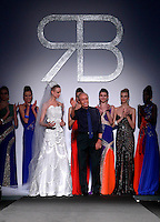 Lo stilista Renato Balestra posa con le sue modelle al termine della presentazione della collezione Primavera Estate 2014 d durante la rassegna Altaroma, a Roma, 26 gennaio 2014.<br /> Italian fashion designer Renato Balestra poses with models after the presentation of the 2014 Spring Summer collection at the Altaroma fashion week in Rome, 26 January 2014.<br /> UPDATE IMAGES PRESS/Isabella Bonotto
