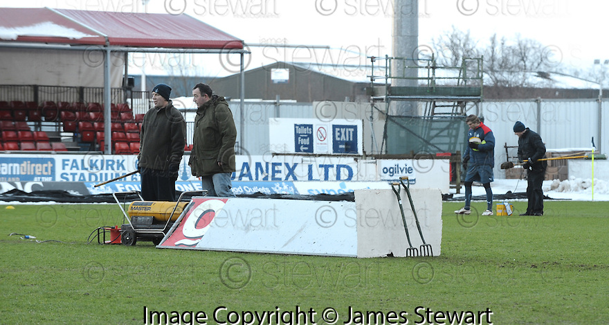 02/01/2010  Copyright  Pic : James Stewart.sct_jspa09_falkirk_v_st_johnstone  .:: FALKIRK STAFF TRY TO GET THE GAME ON :: .James Stewart Photography 19 Carronlea Drive, Falkirk. FK2 8DN      Vat Reg No. 607 6932 25.Telephone      : +44 (0)1324 570291 .Mobile              : +44 (0)7721 416997.E-mail  :  jim@jspa.co.uk.If you require further information then contact Jim Stewart on any of the numbers above.........