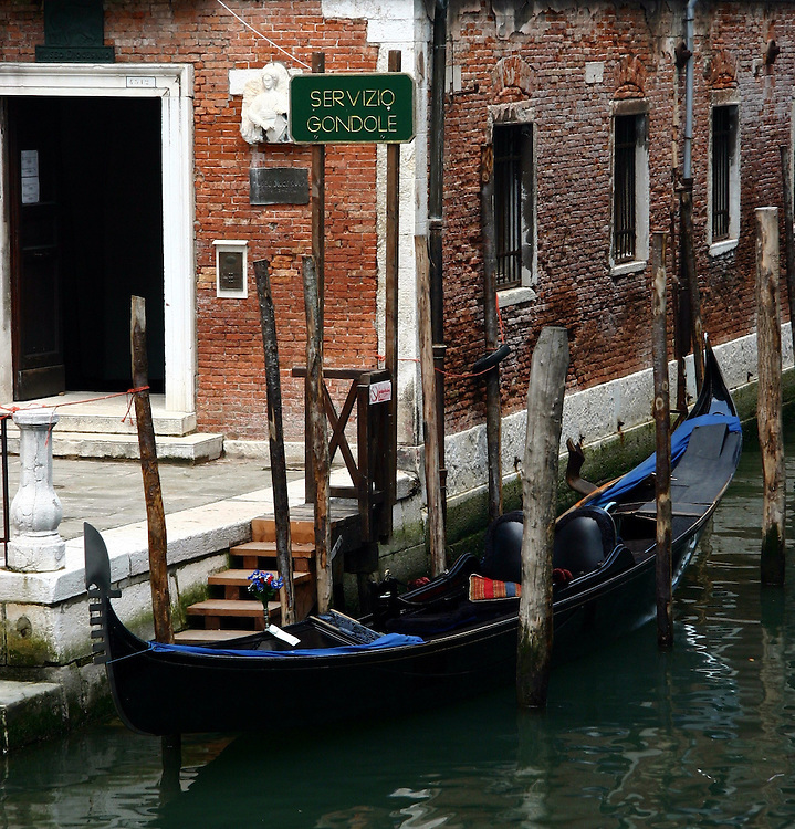 Gondola waiting to be rented