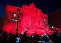 20160429 ROMA-CRONACA: LA FONTANA DI TREVI SI ILLUMINA DI ROSSO PER RICORDARE I MARTIRI CRISTIANI
