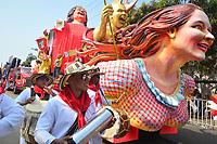 BARRANQUILLA - COLOMBIA, 02-03-2019: Una carroza con músicos animan la fiesta durante el desfile Batalla de Flores del Carnaval de Barranquilla 2019, patrimonio inmaterial de la humanidad, que se lleva a cabo entre el 2 y el 5 de marzo de 2019 en la ciudad de Barranquilla. / A float with musicians cheer the party during the Batalla de las Flores as part of the Barranquilla Carnival 2019, intangible heritage of mankind, that be held between March 2 to 5, 2019, at Barranquilla city. Photo: VizzorImage / Alfonso Cervantes / Cont.