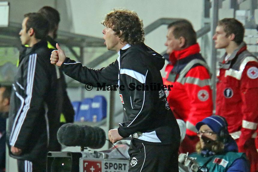 Trainer Stefan Krämer (Arminia) freut sich über das Tor - FSV Frankfurt vs. Arminia Bielefeld, Frankfurter Volksbank Stadion
