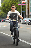 Jamie Bell riding his bike in Santa Monica - EXCLUSIVE PHOTOS