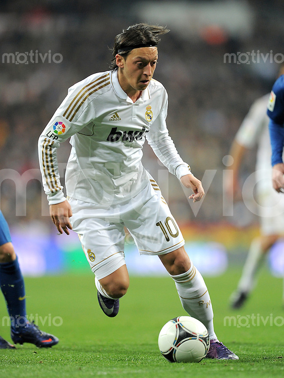 FUSSBALL  INTERNATIONAL  Copa del Rey  1/4  FINALE  2011/2012   18.01.2012 Real Madrid - FC Barcelona  Mesut Oezil (Real Madrid)