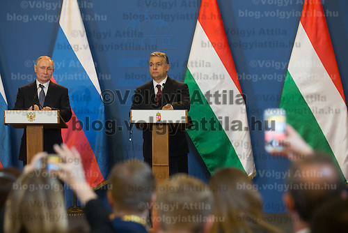 Participants take photos with their mobile phones as Vladimir Putin (L) president of Russia and Viktor Orban (R) prime minister of Hungary talk during a press conference in Budapest, Hungary on February 02, 2017. ATTILA VOLGYI