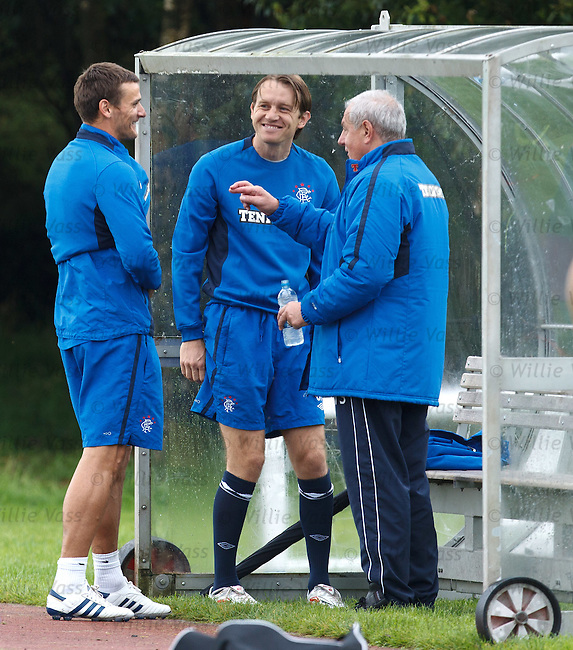 Walter Smith having a laugh with Lee McCulloch and Sasa Papac