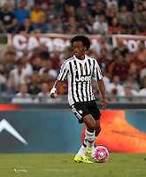 Calcio, Serie A: Roma vs Juventus. Roma, stadio Olimpico, 30 agosto 2015.<br /> Juventus&rsquo; Juan Cuadrado in action during the Italian Serie A football match between Roma and Juventus at Rome's Olympic stadium, 30 August 2015.<br /> UPDATE IMAGES PRESS/Isabella Bonotto