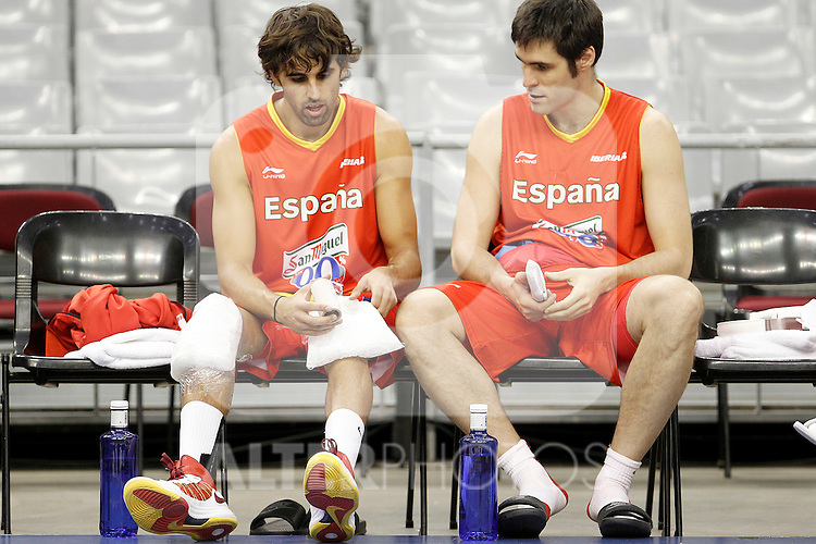 Spain's Victor Sada (l) and Fernando San Emeterio during training session.July 24,2012(ALTERPHOTOS/Acero)