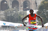 Il kenyota Kanda Luka Lokobe taglia il traguardo della Maratona di Roma, 18 marzo 2012..Kenya's Kanda Luka Lokobe wins the Marathon of Rome, 18 march 2012..UPDATE IMAGES PRESS/Riccardo De Luca