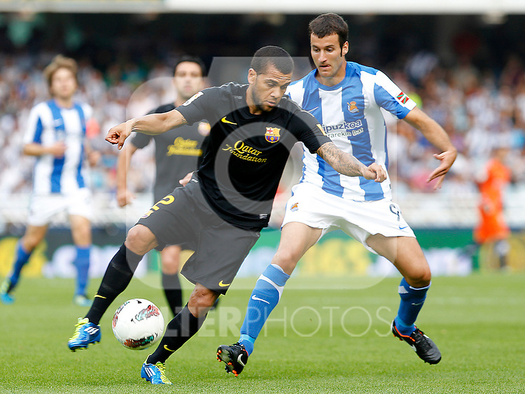 Real Sociedad's Imanol Agirretxe (r) and FC Barcelona's Daniel Alves during La Liga match.September 10,2011. (ALTERPHOTOS/Acero)