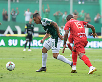 PALMIRA - COLOMBIA, 27-04-2019: Carlos Mario Rodriguez del Cali disputa el balón con Elkin Blanco de Rionegro durante partido por la fecha 18 de la Liga Águila I 2019 entre Deportivo Cali y Rionegro Águilas jugado en el estadio Deportivo Cali de la ciudad de Palmira. / Carlos Mario Rodriguez of Cali vies for the ball with Elkin Blanco  of Rionegro during match for the date 16 as part Aguila League I 2019 between Deportivo Cali and Rionegro Aguilas played at Deportivo Cali stadium in Palmira city.  Photo: VizzorImage / Nelson Rios / Cont