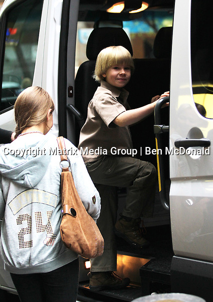 08/10/2011. Sydney, Australia.<br /> <br /> NON EXCLUSIVE.<br /> <br /> The Irwins at Sydney Airport.