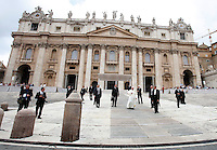 Papa Francesco al termine dell'udienza generale del mercoledi' in Piazza San Pietro, Citta' del Vaticano, 10 settembre 2014.<br /> Pope Francis leaves at the end of his weekly general audience in St. Peter's Square at the Vatican, 10 September 2014.<br /> UPDATE IMAGES PRESS/Isabella Bonotto<br /> <br /> STRICTLY ONLY FOR EDITORIAL USE