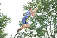 FIERLJEPPEN: WINSUM: Accommodatie 'St. Japik', St. Fierljep-akkommodaasje Winsum, 11-08-2012, Fries kampioenschap 2012, Senioren, winnende sprong Bart Helmholt (#97), 20,17m, ©foto Martin de Jong