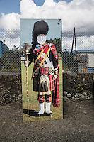 Scotland Highland games Bute Island<br /> Sagoma per fotografie con foro per inserire la testa . Abito da guardia scozzese