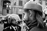 """Como, 23 maggio 2015. manifestazione delle """"Sentinelle in pied""""i, e contro manifestazione dei movimenti gay e lesbiche contro l'omofobia"""