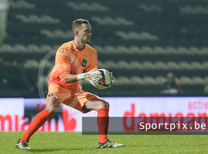 20161217 - ROESELARE , BELGIUM : Cercle's Gilles Lentz pictured during the Proximus League match of D1B between Roeselare and Cercle Brugge, in Roeselare, on Saturday 17 December 2016, on the day 20 of the Belgian soccer championship, division 1B. . SPORTPIX.BE | DAVID CATRY