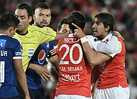 BOGOTÁ - COLOMBIA, 18-09-2018: Jose Sanchez jugador de Santa Fe reacciona después de una falta en su contra durante partido de ida entre Independiente Santa Fe y Millonarios por los octavos de final de la Copa CONMEBOL Sudamericana 2018 jugado en el estadio Nemesio Camacho El Campín de la ciudad de Bogotá. / Jose Sanchez player of Santa Fe reacts afeter being fouled during first leg match between Independiente Santa Fe and Millonarios for the eight finals of CONMEBOL Sudamericana 2018 cup played at Nemesio Camacho El Campin stadium in Bogotá city.  Photo: VizzorImage / Gabriel Aponte / Staff