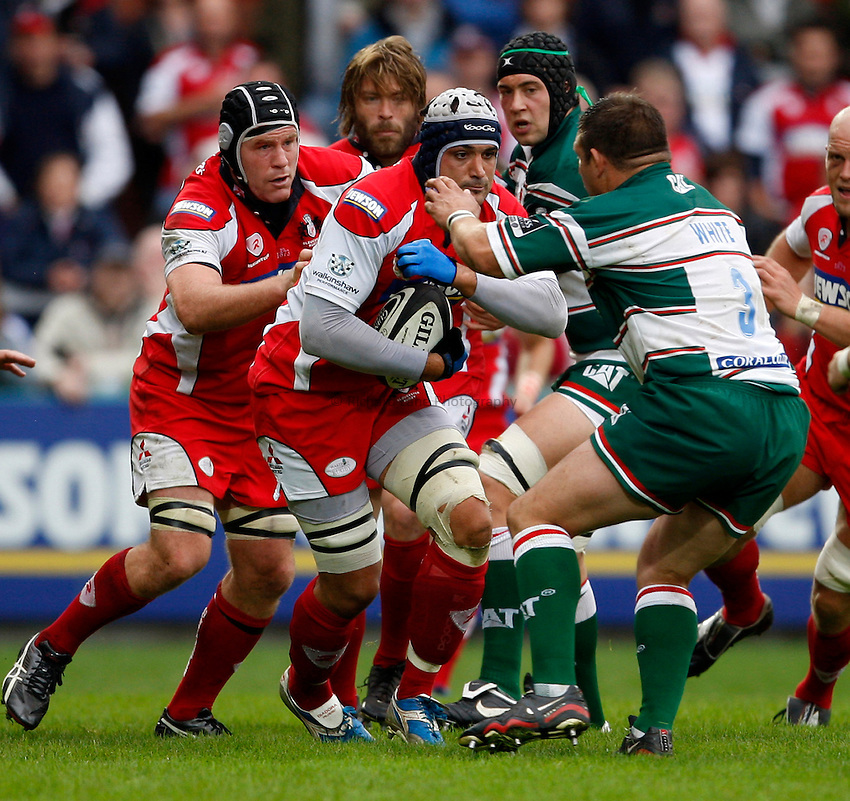 Photo: Richard Lane/Richard Lane Photography. Gloucester Rugby v Leicester Tigers. Guinness Premiership. 07/09/2008. Gloucester's Marco Bortolami attacks with Luke Barraway in support.
