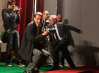 AVELLINO  PRIMA USCITA PER IL NEO SEGRETARIO DEL PARTITO DEMOCRATICO GUGLIELMO EPIFANI A SOSTEGNO DEL CANDIDATO SINDACO.NELLA FOTO LA CADUTA DI GUGLIELMO EPIFANI.FOTO CIRO DE LUCA