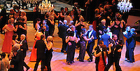 Opernball 2013 am 15.09.2013 in Leipzig (Sachsen). <br /> IM BILD: Blick auf die Tanzfläche des Saals <br /> Foto: Christian Nitsche