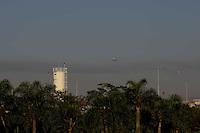 GUARULHOS, SP, 29/06/2012, CENAS DE POUSO EM CUMBICA. Na aproximaco do aeroporto de Cumbica, aviao passa por expessa camada de poluicao.    Luiz Guarnieri/ Brazil Photo Press.