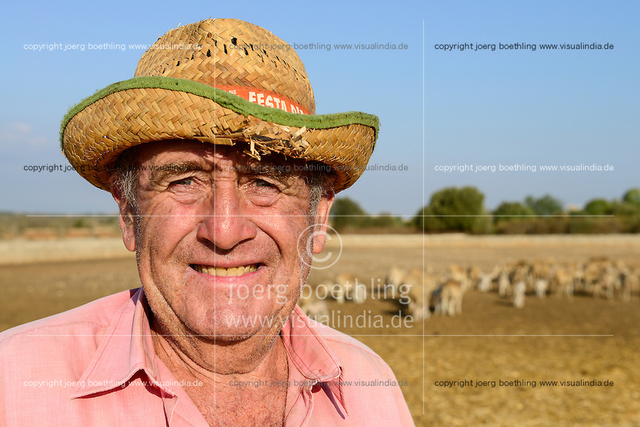 SPAIN Mallorca, Es Llombards, farmer is sheep breeder / SPANIEN Mallorca, Es Llombards, Schafhaltung
