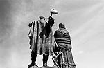 Brazsile - Bento Gonçalves è un comune del Brasile nello Stato del Rio Grande do Sul. Panoramica dlel centro. La statua in ricordo agli emigranti italiani.