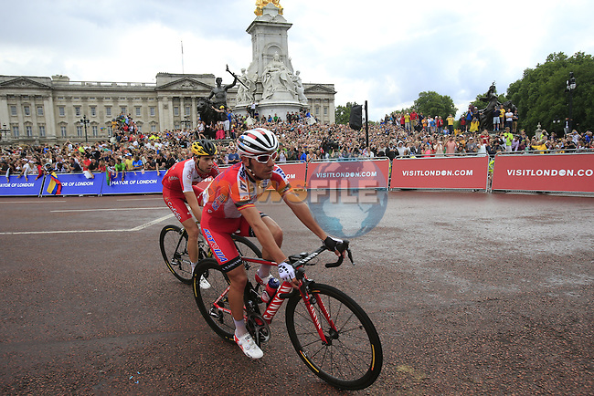The riders including Joaquim Rodriguez (ESP) Katusha round the final bend at Buckingham Palace at the end of Stage 3 of the 2014 Tour de France running 155km from Cambridge to London. 7th July 2014.<br /> Picture: Eoin Clarke www.newsfile.ie