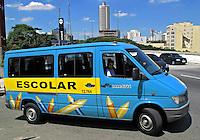 Perua de transporte escolar. SP. Foto de Manuel Lourenço.