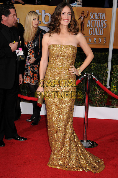 Jennifer Garner.Arrivals at the 19th Annual Screen Actors Guild Awards at the Shrine Auditorium in Los Angeles, California, USA..27th January 2013.SAG SAGs full length dress gold beads beaded sequins sequined clutch bag hand on hip.CAP/ADM/BP.©Byron Purvis/AdMedia/Capital Pictures