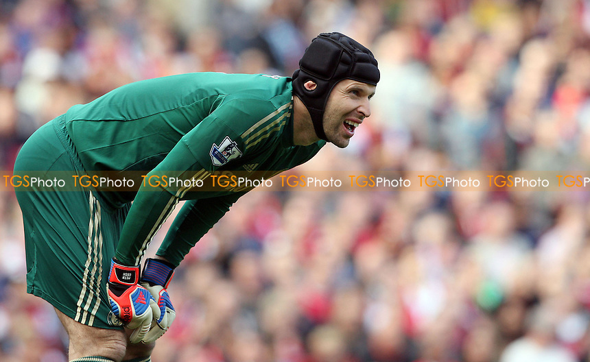 Petr Cech of Chelsea - Arsenal vs Chelsea - Barclays Premier League at the Emirates Stadium, Arsenal 29/09/12 - MANDATORY CREDIT: Rob Newell/TGSPHOTO - Self billing applies where appropriate - 0845 094 6026 - contact@tgsphoto.co.uk - NO UNPAID USE.