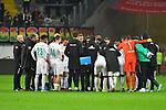 06.10.2019, Commerzbankarena, Frankfurt, GER, 1. FBL, Eintracht Frankfurt vs. SV Werder Bremen, <br /> <br /> DFL REGULATIONS PROHIBIT ANY USE OF PHOTOGRAPHS AS IMAGE SEQUENCES AND/OR QUASI-VIDEO.<br /> <br /> im Bild: Mannschaft nach Spielende<br /> <br /> Foto © nordphoto / Fabisch