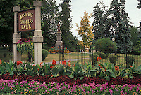AJ2903, Saratoga Springs, New York, Flowers decorate the entrance to Historic Congress Park in the town of Saratoga Springs in the state of New York.