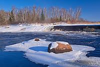 Ice and snow at Rainbow Falls on White Lake<br />