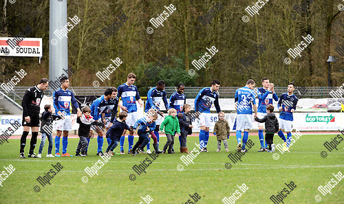 2016-02-21 / Voetbal / Seizoen 2015-2016 / FC Turnhout &ndash; Ol. Wijgmaal / svbo / FC Turnhout met kinderen voor aanvang van de wedstrijd tegen Ol. Wijgmaal<br /> <br /> Foto: Mpics.be