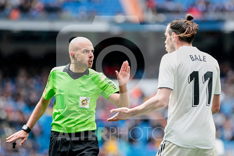Real Madrid's Gareth Bale have words with the referee during La Liga match between Real Madrid and SD Eibar at Santiago Bernabeu Stadium in Madrid, Spain.April 06, 2019. (ALTERPHOTOS/A. Perez Meca)