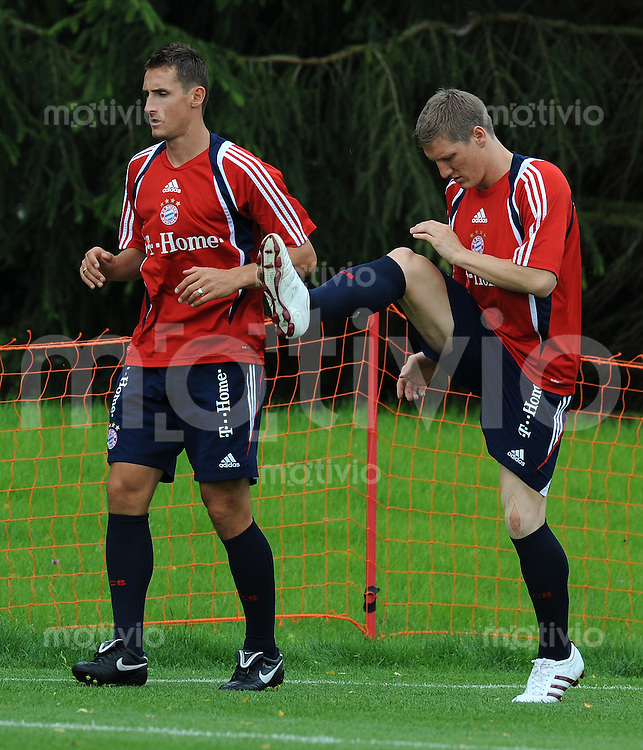 FUSSBALL     1. BUNDESLIGA     SAISON 2009/2010     17.07.2009 Trainingslager in Donaueschingen Training beim FC Bayern Muenchen  von links, Miroslav Klose  mit Bastian Schweinsteiger  ( FC Bayern )