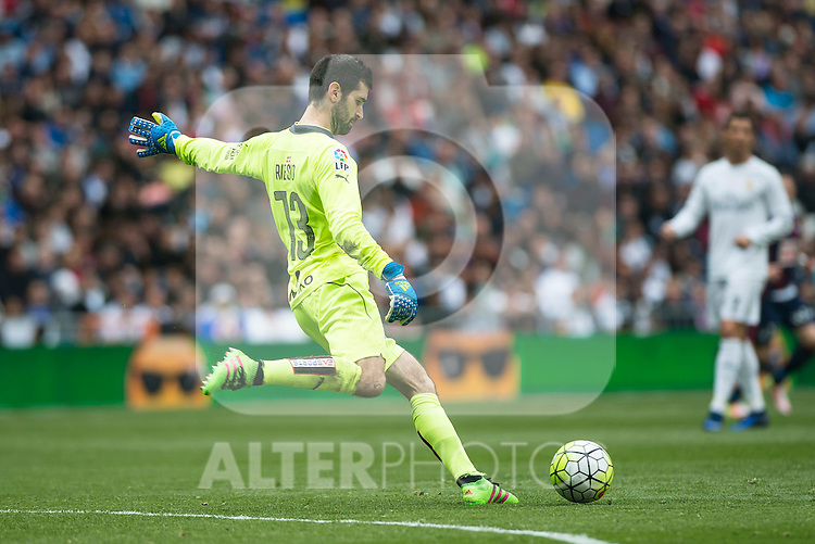 Sociedad Deportiva Eibar's Asier Riesgo during La Liga match. April 09, 2016. (ALTERPHOTOS/Borja B.Hojas)