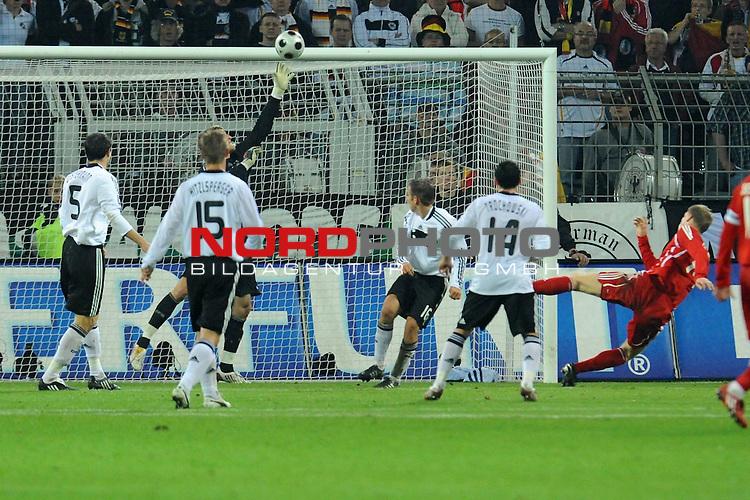 Fussball, L&auml;nderspiel, WM 2010 Qualifikation Gruppe 4 Westfalen Stadion Dortmund ( SIGNAL IDUNA PARK )<br />  Deutschland (GER) vs. Russland ( RUS )<br /> <br /> <br /> Pavel Pogrebnyak ( Rus #14) zieht ab doch Rene Adler ( GER / Bayer 04 Leverkusen #01 ) klaert<br /> <br /> Foto &copy; nph (  nordphoto  )<br />  *** Local Caption ***