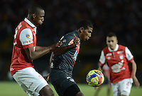 BOGOTÁ -COLOMBIA, 30-10-2014. Yerry Mina (Izq) jugador de Independiente Santa Fe disputa el balón con Luis Carlos De la Hoz (Der) jugador de Atlético Junior durante partido de vuelta por la semifinal de la Copa Postobón 2014 jugado en el estadio Nemesio Camacho El Campín de la ciudad de Bogotá./ Yerry Mina (L) player of Independiente Santa Fe vies for the ball with Luis Carlos De la Hoz (R) player of Atletico Junior during second leg match for the semifinal of Postobon Cup 2014 played at Nemesio Camacho El Campin stadium in Bogotá city. Photo: VizzorImage/ Gabriel Aponte / Staff