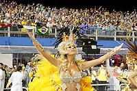 SÃO PAULO, SP, 04 DE MARÇO DE 2011 - CARNAVAL 2011 / UNIDOS DO PERUCHE - Caroline Bittencourt é durante desfile da escola de samba Unidos do Peruche,  do Grupo Especial na noite desta sexta-feira (4), no Sambódromo do Anhembi região norte da capital paulista. (FOTO: ALE VIANNA / NEWS FREE).