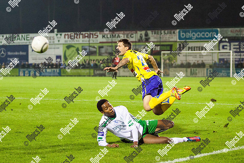 2013-10-12 / Voetbal / Seizoen 2013-2014 / KFC Dessel Sport-KVC Westerlo/ Ivan Mateso (l. Dessel) met de tackle op Matthias Trenson (r. Westerlo)<br /> Foto: Mpics.be