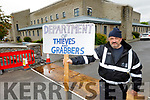 Brian O'Connor from Ballymac holding a protest at Department of Argriculture in Tralee on Monday morning.