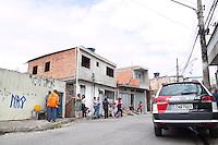 SAO PAULO, SP - 21.10.2014 - INCENDIO COM VITIMA NA ZONA SUL - Incendio causa morte de mulher e criança na manhã desta terça-feira (21) na rua Giuseppe Piermarini, região do Grajaú, na Zona Sul de são Paulo . O incendio ocorreu por volta das 11 horas e uma mulher de 32 anos e sua filha de 2 anos faleceram, a Policia Militar aguarda laudo do acidente para afimar se as mortes se deram pela fumaça toxia ou pelas chamas.<br /> <br /> (Foto: Fabricio Bomjardim / Brazil Photo Press).
