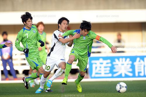 Hiroki Higuchi (Gifu), Wataru Endo (Bellmare), MARCH 20, 2012 - Football / Soccer : 2012 J.LEAGUE Division 2 between Shonan Bellmare 2-1 FC Gifu at Hiratsuka Stadium in Kanagawa, Japan. (Photo by Atsushi Tomura /AFLO SPORT) [1035]