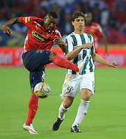 MEDELLÍN -COLOMBIA-07-02-2015. Didier Moreno (Izq) jugador de Independiente Medellín disputa el balón con Pablo Zeballos (Der) jugador de Atlético Nacional durante partido por la fecha 2 de la Liga Águila I 2015 jugado en el estadio Atanasio Girardot de la ciudad de Medellín./ Didier Moreno (L) player of Independiente Medellin fights for the ball with Pablo Zeballos (R) player of Atletico Nacional during the match for the  second date of the Aguila League I 2015 at Atanasio Girardot stadium in Medellin city. Photo: VizzorImage/León Monsalve/STR