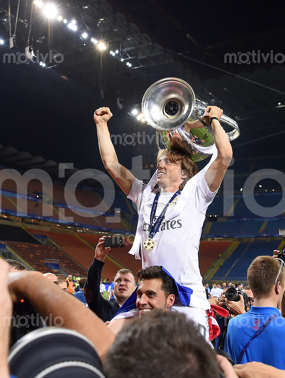 FUSSBALL  CHAMPIONS LEAGUE  FINALE  SAISON 2015/2016   Real Madrid - Atletico Madrid                   28.05.2016 Luka Modric (Real Madrid) jubelt mit dem Pokal