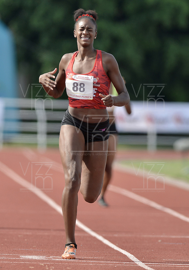 "CALI -COLOMBIA. 25-06-2016. Astrid Balanta del Valle durante su participación en el Grand Prix Internacional de Atletismo de Mayores ""Valle Oro Puro"" realizado entre el 25 y 26 de junio de 2016 en el estadio Pedro Grajales de la ciudad de Cali. / Astrid Balanta of Valle during her participation in the Grand Prix International Athletics Open ""Valle Oro Puro"" held between 25 and 26 June 2016 at Pedro Grajales stadium in Cali city. Photo: VizzorImage/ Gabriel Aponte / Staff"